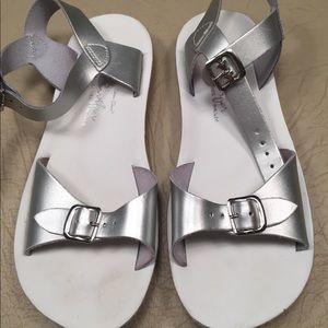 Saltwater by Hoy girls size 2 sandals